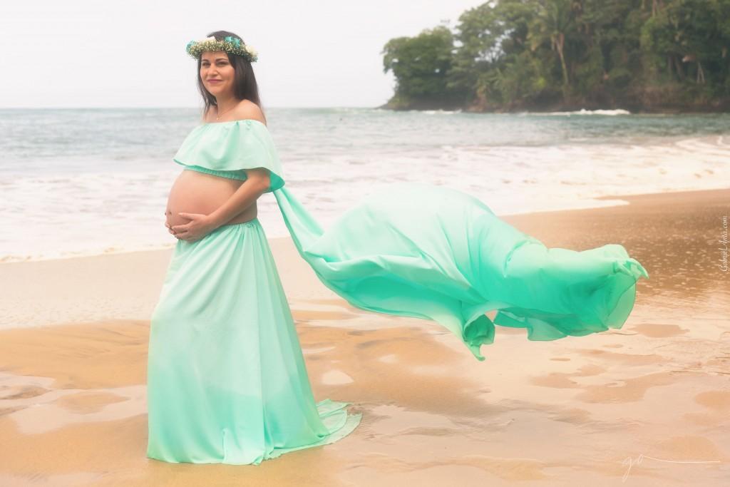 Sesión de Fotos para Embarazadas en la Playa (Punta Uva, Puerto Viejo - Costa Rica)